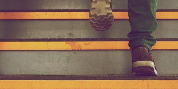 jak tanio wykończyć schody betonowe